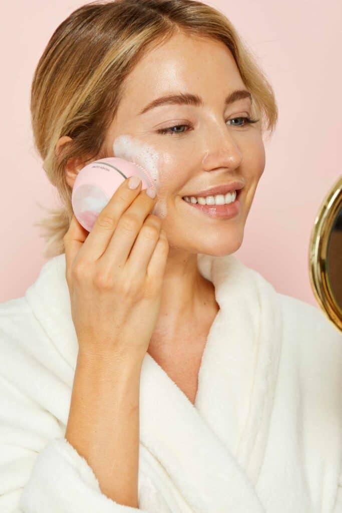 Higher Glow Silikon-Gesichtsreinigungsbürste | Anwendung
