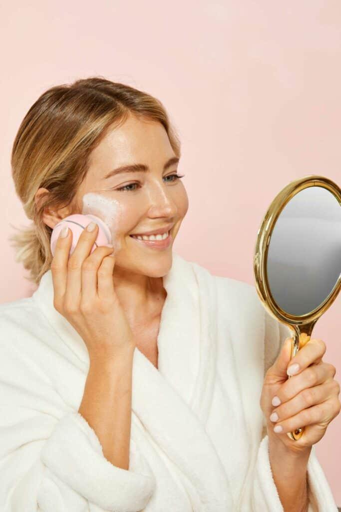 Higher Glow Silikon-Gesichtsreinigungsbürste | Für einen zufriedenen Blick in den Spiegel